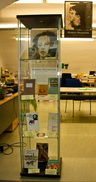 Ausstellung in der Stadtbücherei (Foto: © Andreas Bohren)