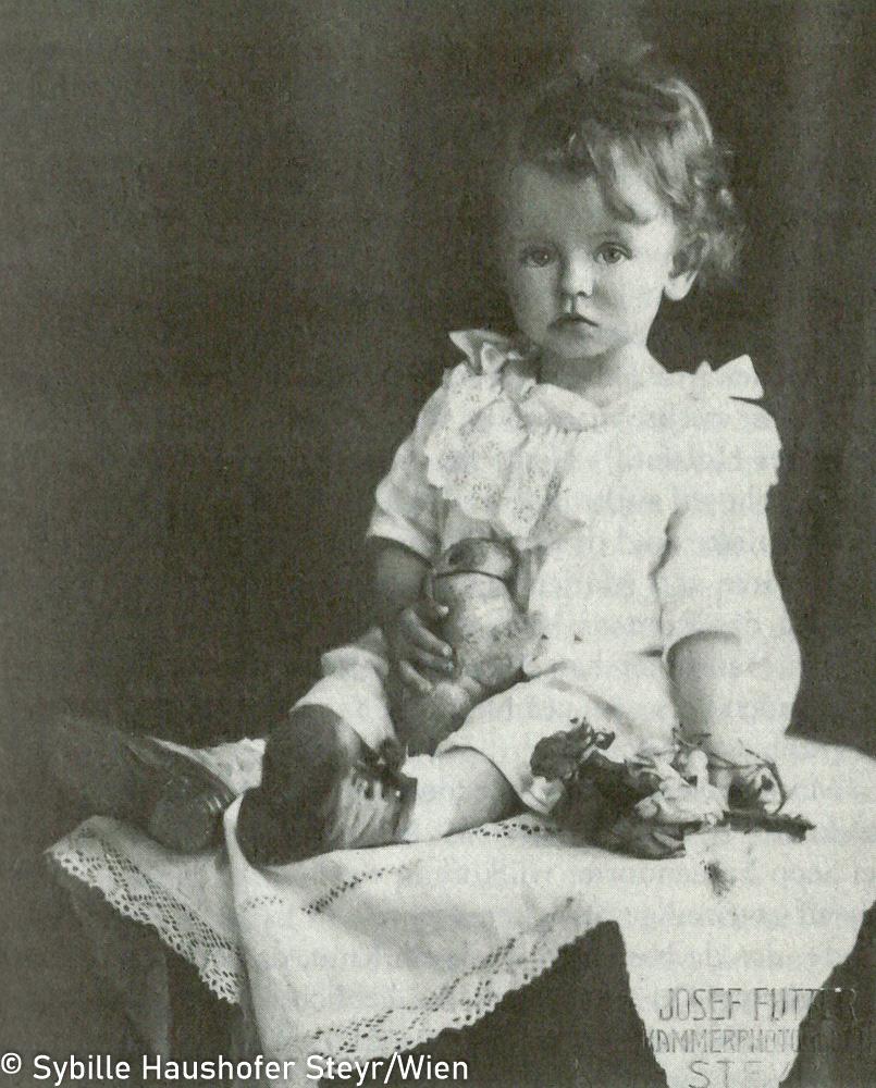 Marlen im August 1921 (aus Wahrscheinlich bin ich verrückt...Marlen Haushofer - die Biographie, Daniela Strigl). Copyright Sybille Haushofer Steyr/Wien