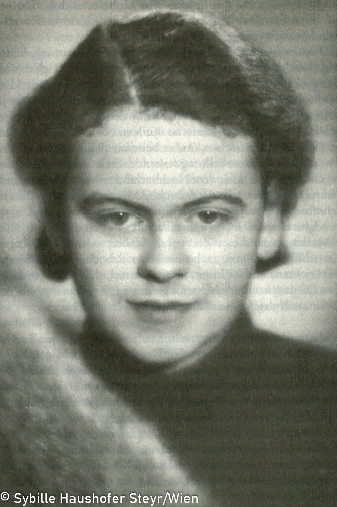 Marlen 1938, vor dem Antritt des NS-Reichsarbeitsdienstes (aus Wahrscheinlich bin ich verrückt...Marlen Haushofer - die Biographie, Daniela Strigl). Copyright Sybille Haushofer Steyr/Wien