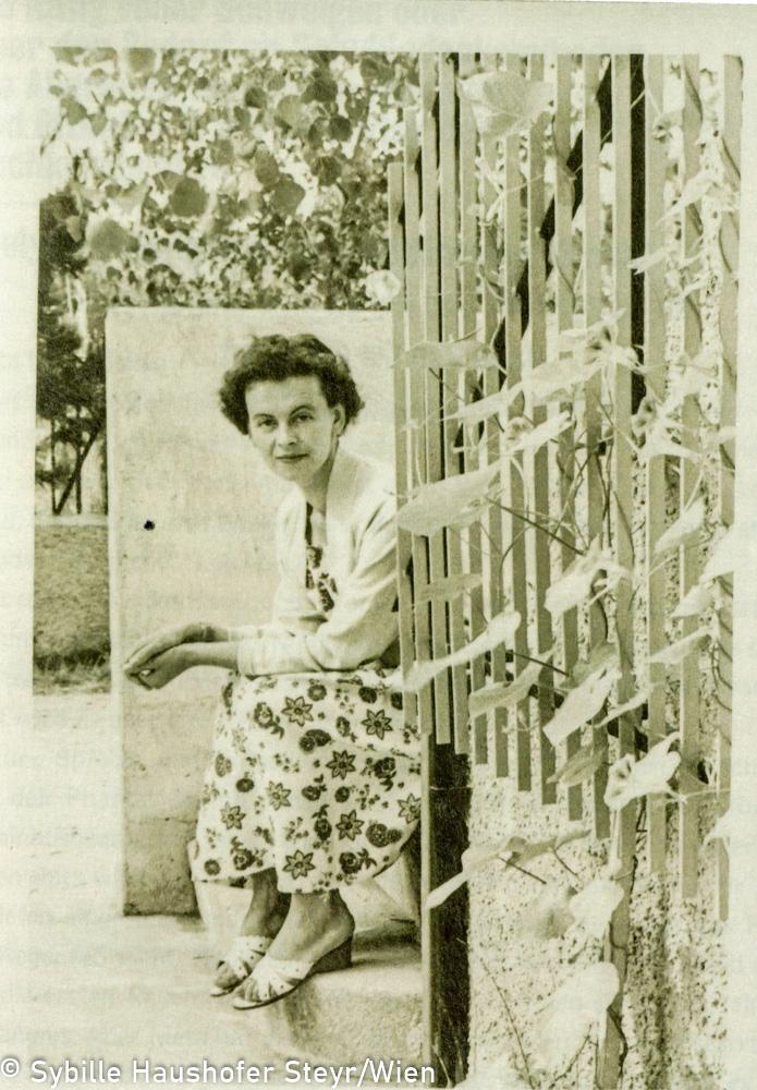 """Marlen Haushofer anfang der 1950er Jahre (aus dem Katalog """"Ich möchte wissen wo ich hingekommen bin!""""). Copyright Sybille Haushofer Steyr/Wien"""