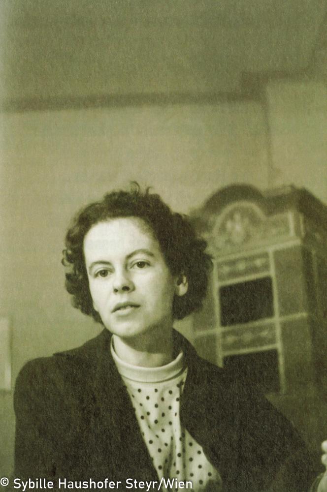 """Marlen Haushofer 1955 (aus dem Katalog """"Ich möchte wissen wo ich hingekommen bin!""""). Copyright Sybille Haushofer Steyr/Wien"""