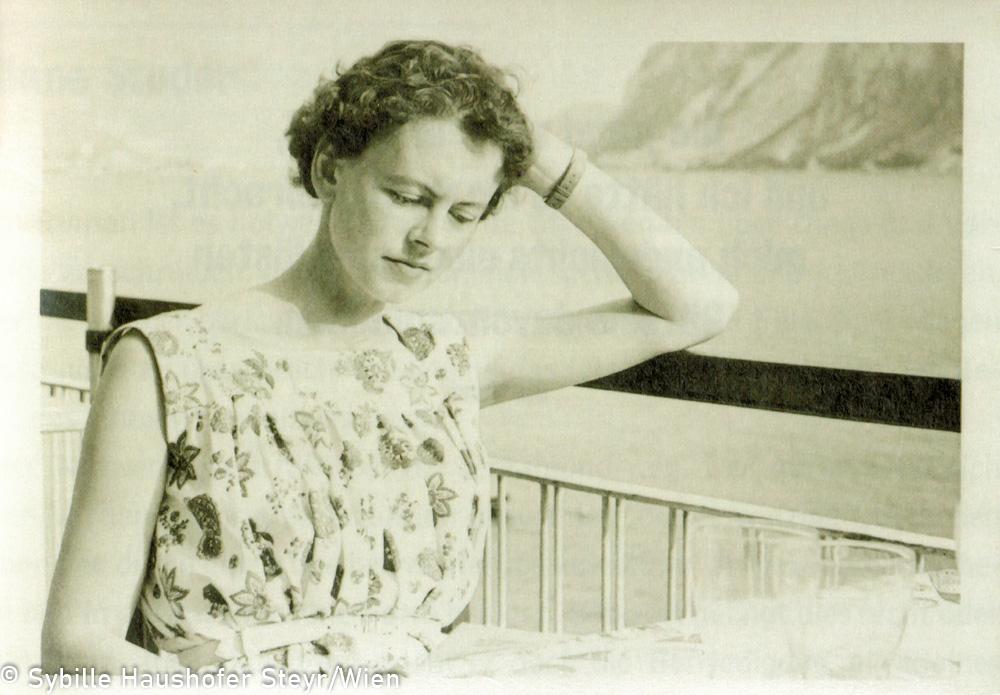 """Marlen Haushofer Gardasee, 1954 (aus dem Katalog """"Ich möchte wissen wo ich hingekommen bin!""""). Copyright Sybille Haushofer Steyr/Wien"""