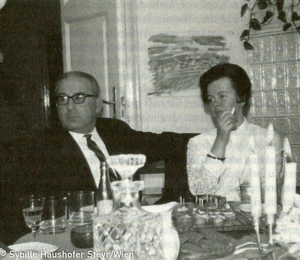 Marlen Haushofer mit Hans Weigel im Dezember 1968 (aus Wahrscheinlich bin ich verrückt...Marlen Haushofer - die Biographie, Daniela Strigl). Copyright Sybille Haushofer Steyr/Wien